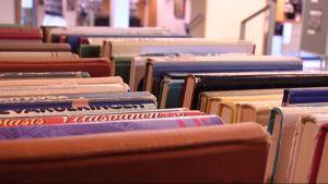 Kirjoja kierrätetään Vaasassa innokkaasti.