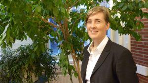 Janakkalan kunnanjohtaja Anna-Mari Ahonen jaksaa hymyillä