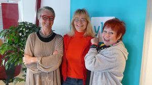 Kaija Hartiala, Janina Andersson ja Tuija Piepponen puivat äitiyttä.