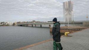 Lauttasaaren silta on suosittu ongintapaikka.