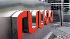 Rautaruukin logo kuvattuna yhtiön pääkonttorin edustalla Helsingissä 19. heinäkuuta 2011.
