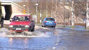 Kemijoki tulvii Lainaanrannassa