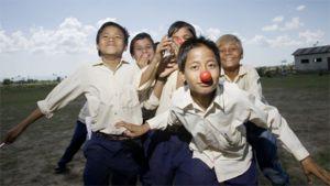 Lapsia ja punaisia neniäs