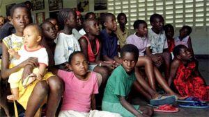 Aids-orpoja kenialaisessa orpokodissa.