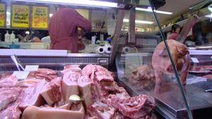 Lihatiskillä kauppahallissa