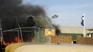 Liekit raivovat teltassa