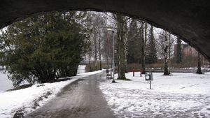 Talvinen Ystävyydenpuisto Hämeenlinnassa.