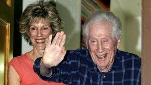 W. Mark Felt tyttärineen tämän kotona Santa Rosassa Kaliforniassa 31. toukokuuta 2005.