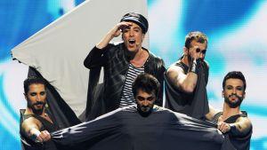 Turkin euroviisuedustaja Can Bonomo esiintyy toisessa semifinaalissa.