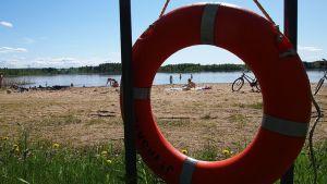 Pelastusrengas Halssilan uimarannalla.