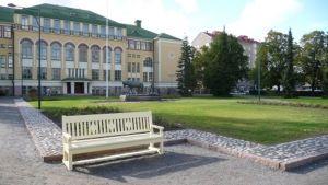 Cygnaeuksen uudistettu puisto Porissa.