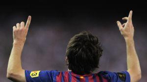 Barcelonan Lionel Messi tuulettaa.