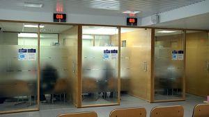 Asiakaspalvelupisteitä Kelan Kouvolan toimistossa
