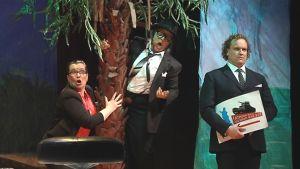 Kuva oopperan harjoituksista, mukana Annika Mylläri, Anu Komsi ja Herman Wallén.