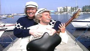 Heikki Silvennoinen ja Timo Kahilainen Kummelit-sarjan kohtauksessa.