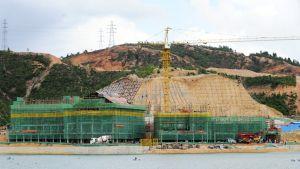 Hallstattin kylän kopion rakennustyöt käynnissä Boluon alueella Guangdongin provinssissa viime kesäkuussa.