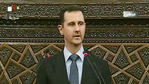 Bashar al-Assad puhuu parlamentille Syyrian televisiossa.