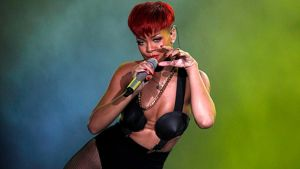 Rihanna esiintymässä