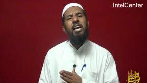 Still-kuva Anas al-Libin puhetta esittävästä videosta lokakuulta 2011.