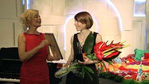 Vuoden 2011 Kritiikin Kannukset -palkinto ojennetaan nukketeatteriohjaaja Merja Pöyhöselle.
