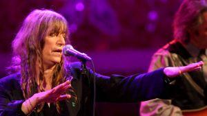 Muusikko ja runoilija Patti Smith esiintyy Palau de la Musicalla Barcelonassa 2011.