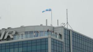 Helsinki-Vantaan lentoasemalle on avattu katseluterassi koneiden bongausta varten.