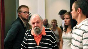 Vladimir-Georg Karassev-Orgussaar osallistui Tartossa Lainsuojaton -elokuvansa juhlaesitykseen.