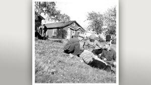 Nettisivuillaan KAVA etsii tietoa muun muassa Teuvo Tulion Nuorena nukkunut -elokuvan avustajista ja kuvauspaikasta.