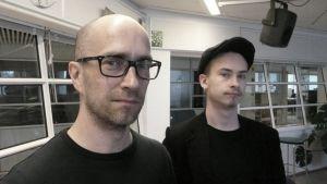 Isä ja poika Lapin Radion studiossa