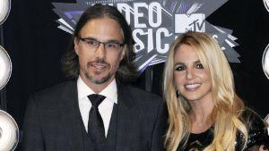 Britney saapui elokuussa pidettyyn MTV Video Music Awards -gaalaan poikaystävänsä Jason Trawickin seurassa.