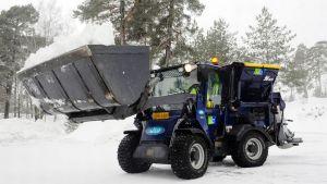 Lassila & Tikanoja snow mover