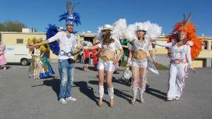 Tanssikoulu Samba el Gambon neljä tanssijaa rooliasuissaan