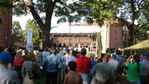 Miljazz keräsi runsaasti yleisöä Rakuunamäelle vuonna 2011