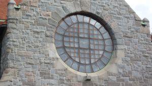 Tampereen tuomikirkon ikkuna.