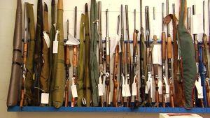 Aseita rivissä