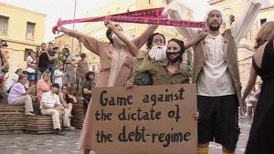 Filosofeiksi pukeutuneita jalkapallonpelaajamielenosoittajia.