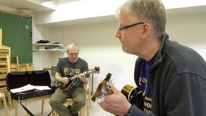 Wasel Arar ja Petri Hakala sekä mandolinit.