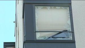 Espoossa räjähdysonnettomuudessa särkynyt ikkunalasi.