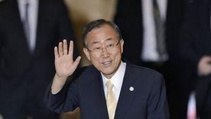 YK:n pääsihteeri Ban Ki-moon tervehtii.