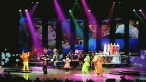 Kim Il-sungin muistojuhlassa nähtiin lukuisia Disney-hahmoja. Lavalla mm. Nalle Puh ja Minni Hiiri. Lavan taustakankaalla pyöri kohtauksia Disneyn elokuvista.