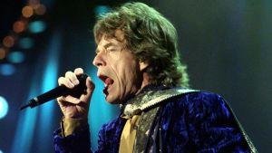 Rolling Stonesin keulahahmo Mick Jagger yhtyeen keikalla Sveitsissä vuonna 1998.