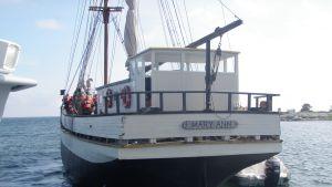 Matkustaja-alus Mary Ann matalikolla.