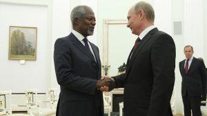 YK:n Syyrian erikoislähettiläs Kofi Annan ja Venäjän presidentti Vladimir Putin.