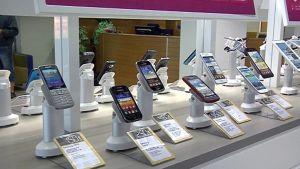 Älypuhelimia liikkeessä