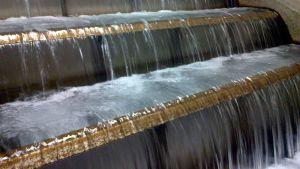 Vettä vesilaitoksella.