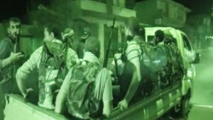 Kapinalliset matkalla Aleppoon 22. heinäkuuta 2012 aikeenaan vapauttaa kaupunki.
