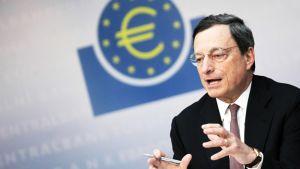 Euroopan keskuspankin pääjohtaja Mario Draghi puhui EKP:n lehdistötilaisuudessa Frankfurtissa Saksassa 5. heinäkuuta 2012.