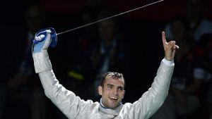Aron Szilagyi juhlii miesten säilän olympiakultaa Lontoossa