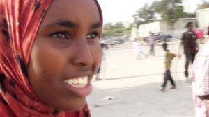 Toimittaja Wali Hashi teki Aamu-tv:lle jutun olympialaisiin päässeestä somalialaisnaisesta Zamzam Mohamed Farahista (kuvassa). Samalla hän vastikään Somaliasta palanneena kertoi maan nykytilanteesta.