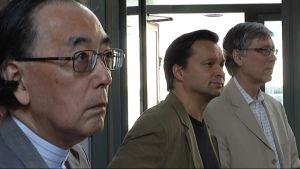Japanilaissäveltäjä Toshi Ichiyanagi, taiteellinen johtaja Marko Ylönen ja professori Seppo Kimanen Korsholman musiikkijuhlien 2012 lehdistötilaisuudessa.